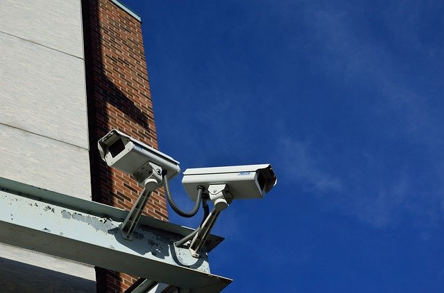 Instale câmeras de segurança residencial